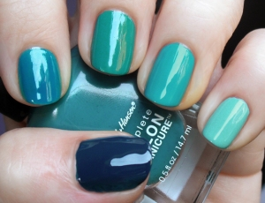gradation-nail-turquoise-teal