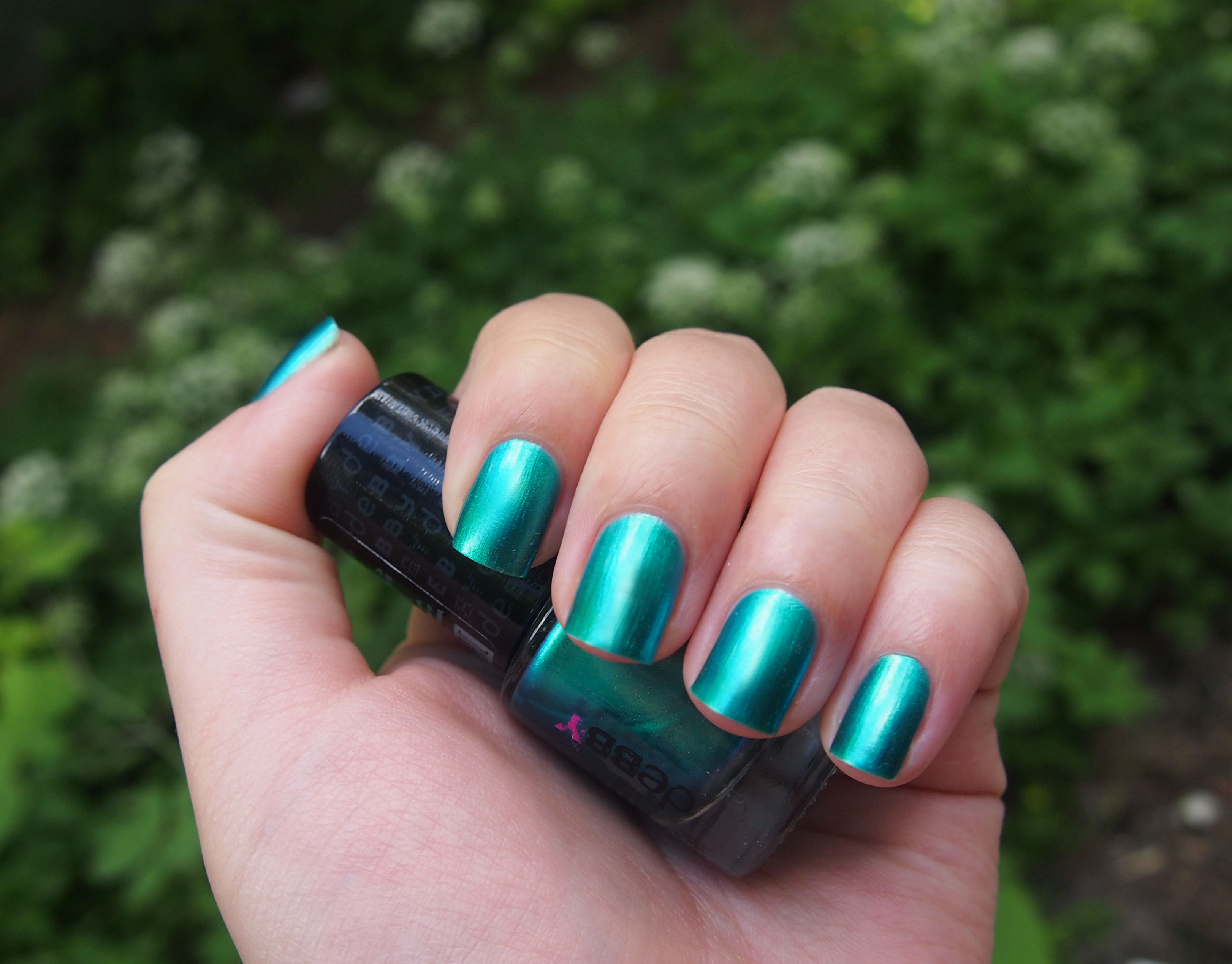 Бирюзовый лак для ногтей фото
