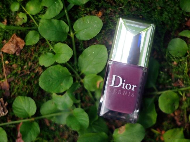 Сиреневый туман с лаком для ногтей Dior Vernis #887 Purple Mix.