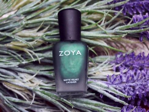 """Лак Zoya """"Veruschka"""" или матовый французский маникюр с блестящим кончиком."""