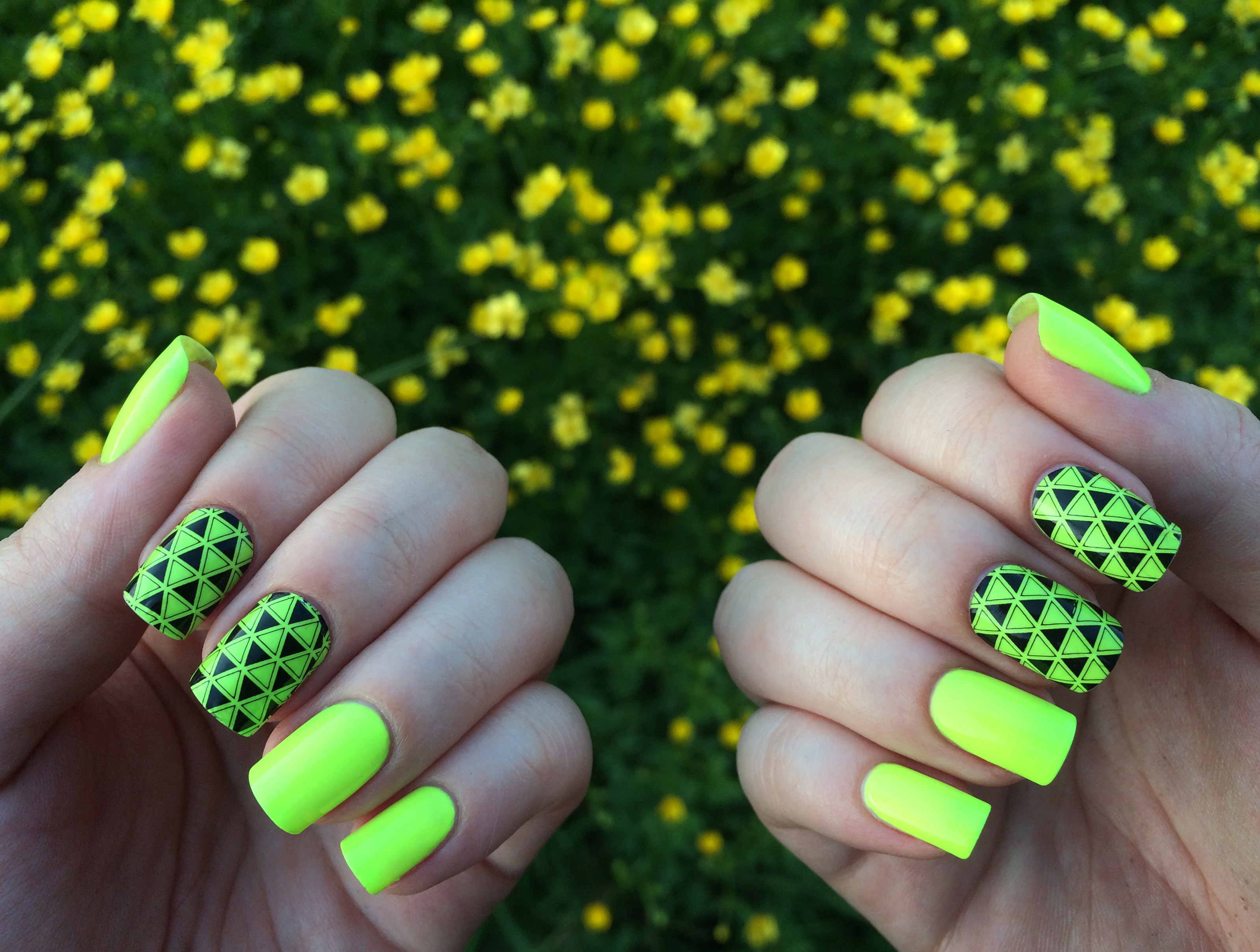 Маникюр дизайн ногтей яркий